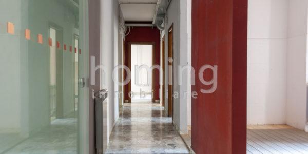 Ingresso-e-corridoio-di-un-ufficio