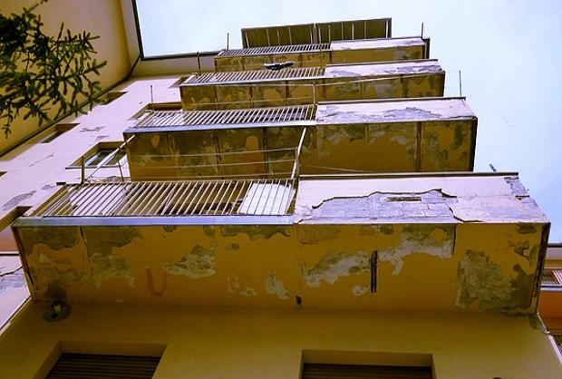 Facciata di palazzo da ristrutturare con il bonus facciate